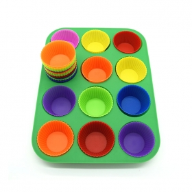 China 12 Cups Non-Stick Silicone Muffin Baking Pan , Silicone Cupcake Pan factory